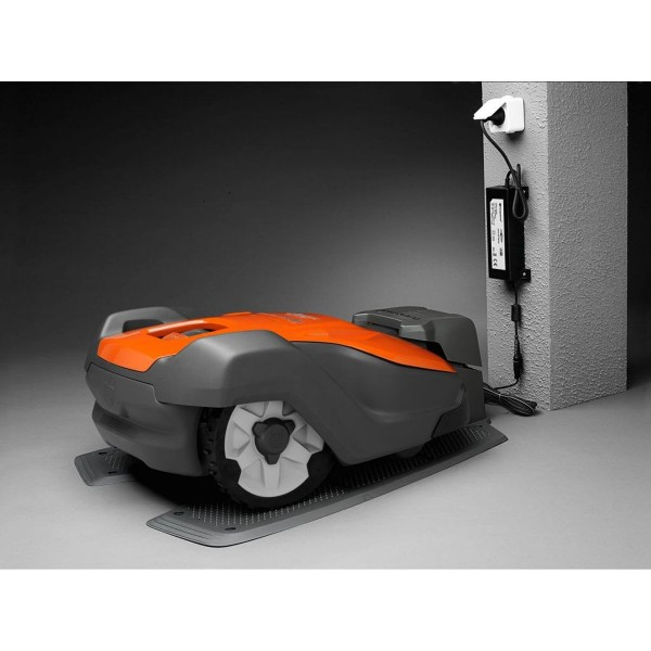 Robot tondeuse AM520 PRO HUSQVARNA livré sans kit d'installation